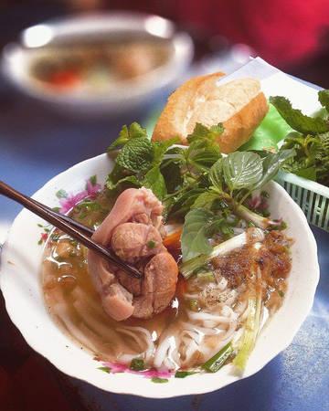Phan Thiết nổi tiếng với món bánh canh giò heo.